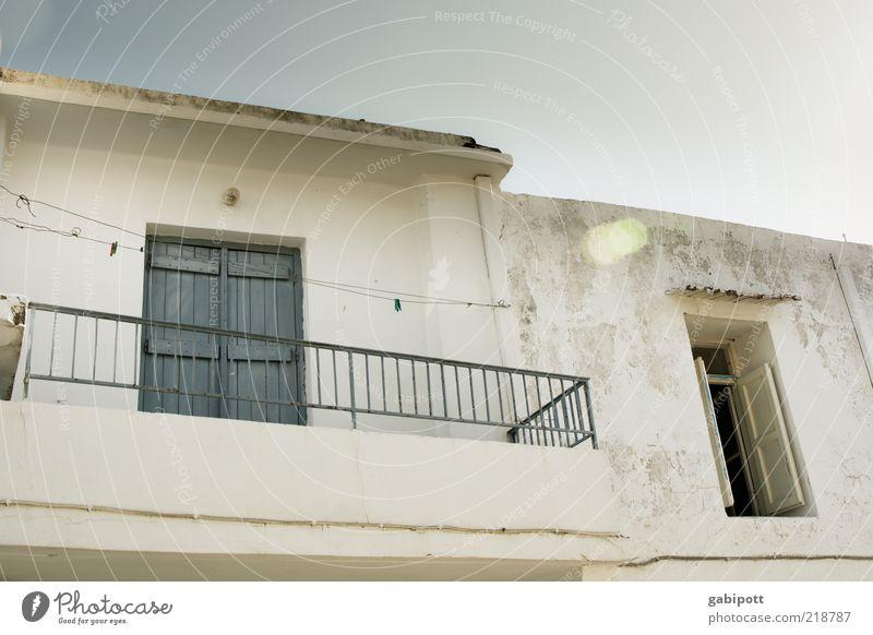 rooms to rent alt weiß Sommer Ferien & Urlaub & Reisen ruhig Haus Fenster Gebäude Architektur Fassade Tourismus authentisch Balkon mediterran Sommerurlaub Fensterladen