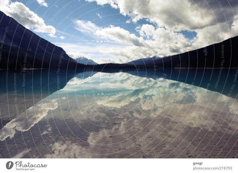 Totalreflexion Umwelt Natur Landschaft Wasser Himmel Wolken Sommer Herbst Schönes Wetter Hügel Berge u. Gebirge See Emerald Lake Kanada ästhetisch