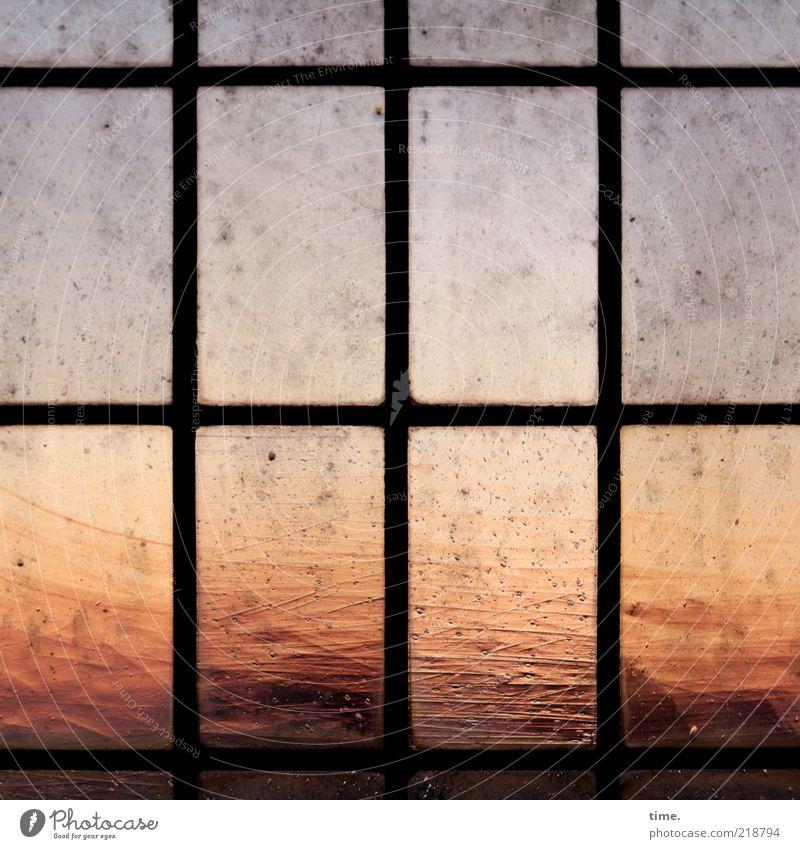Lebensabend alt Fenster orange Innenarchitektur dreckig außergewöhnlich Abenddämmerung Nostalgie Rechteck Glasscheibe Farbverlauf Fensterkreuz Schliere Bleiglasfenster