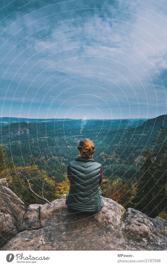 die stille genießen Mensch Natur Ferien & Urlaub & Reisen Jugendliche Pflanze Junge Frau Baum Landschaft Einsamkeit Wolken ruhig Ferne Berge u. Gebirge