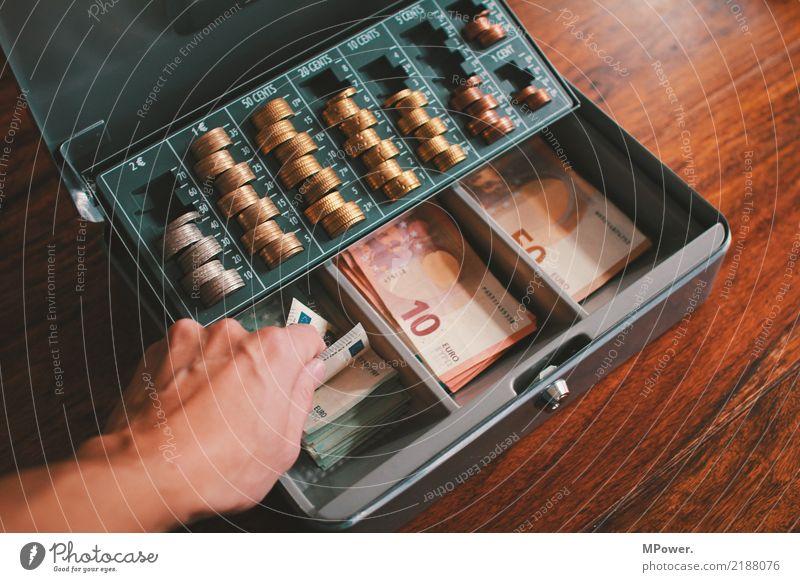 kassenwart Hand 1 Mensch Dose Kasten Tresor Holz Zeichen Ziffern & Zahlen Geld Eurozeichen Schloss Arbeit & Erwerbstätigkeit Erfolg Kapitalwirtschaft kaufen