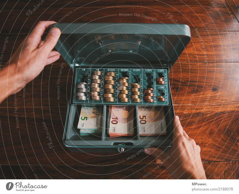 kassenwart Hand Dose Kasten Tresor Holz Zeichen Ziffern & Zahlen Geld Eurozeichen Schloss Arbeit & Erwerbstätigkeit Erfolg Kapitalwirtschaft kaufen Kontrolle