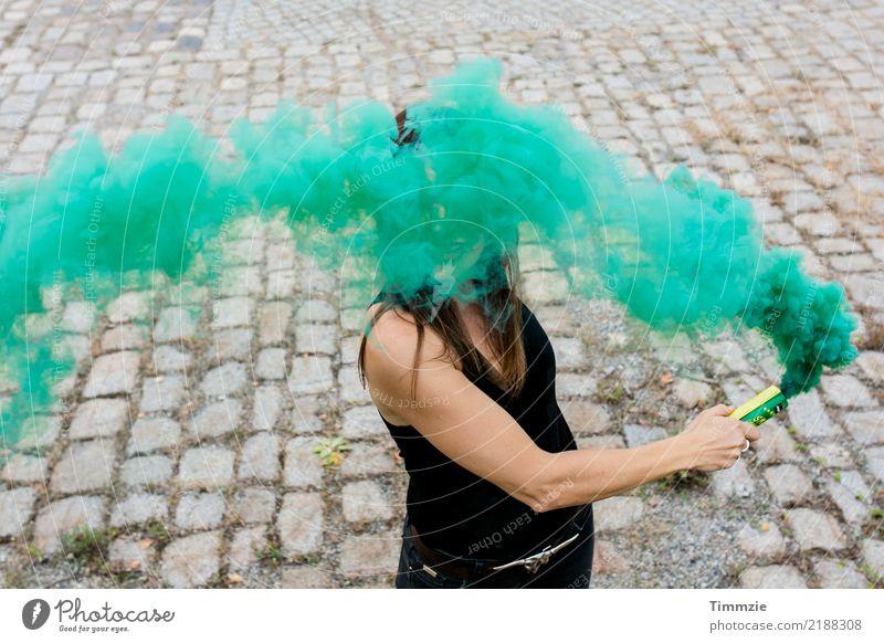 The amazing green smoke... Mensch Jugendliche Junge Frau grün Erotik Freude 18-30 Jahre Erwachsene feminin Party wild Abenteuer Jugendkultur Hoffnung Show Rauch
