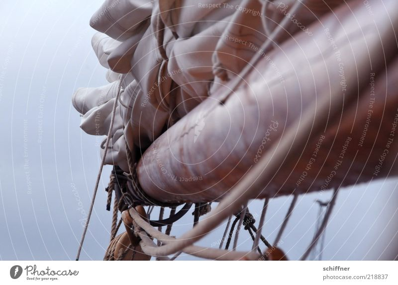 Brett vorm Kopp Wolken Holz Nebel authentisch Seil Schifffahrt Island Mast Segelboot Segel Tuch Fischerboot Leinen Segelschiff binden hängend