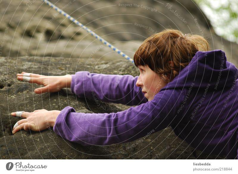 Klettern . Freiheit . Vertrauen . Natur . Mensch Jugendliche Hand Erwachsene Berge u. Gebirge Bewegung Sand träumen Felsen Abenteuer gefährlich Finger Seil