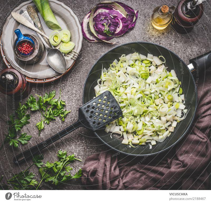 Lauchgerichte Kochen Gesunde Ernährung Foodfotografie Leben Lifestyle Stil Lebensmittel Design Tisch Kräuter & Gewürze Küche Gemüse Bioprodukte Geschirr