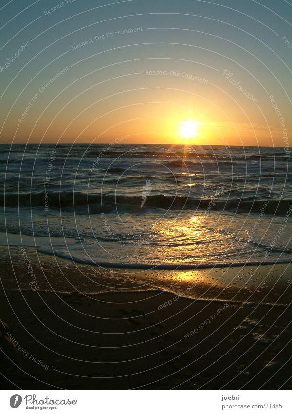 Sonnenuntergang Wasser Strand Nordsee vertikal