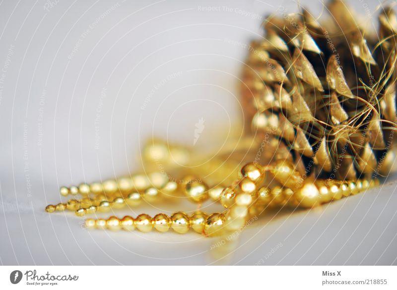 Weihnachtsdeko Dekoration & Verzierung glänzend gold Weihnachtsdekoration Zapfen Perle Schmuck Baumschmuck Farbfoto mehrfarbig Menschenleer Textfreiraum links
