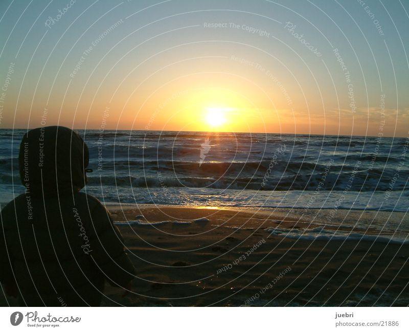 Sonnenuntergang mit Kind Strand Wellen Wasser Nordsee