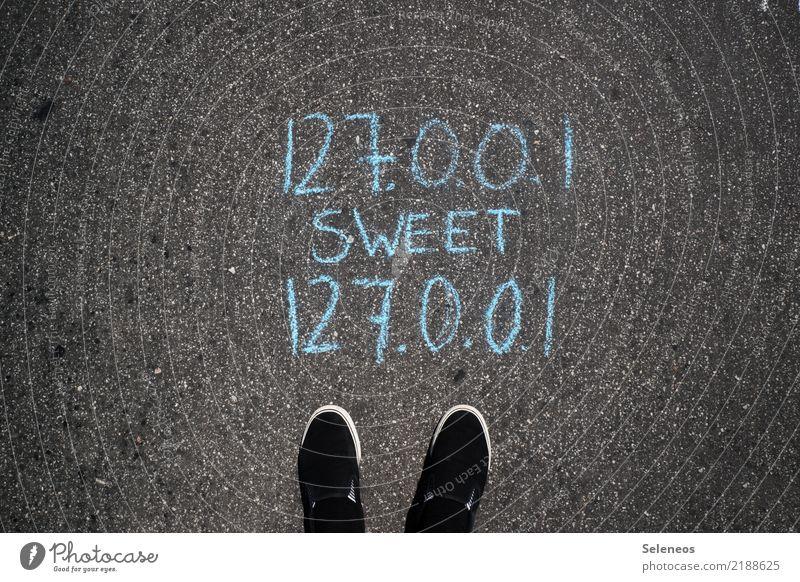 Home Mensch Fuß Wohnung Häusliches Leben Schriftzeichen Kommunizieren Technik & Technologie Schuhe Schilder & Markierungen Zukunft Computer Hinweisschild