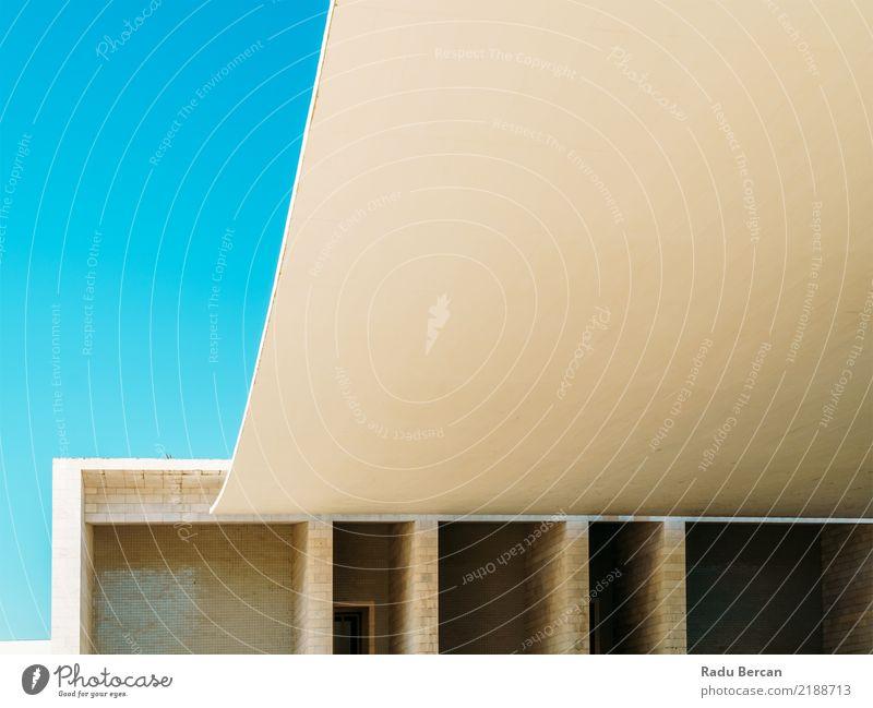 Abstrakte Architektur in Lissabon, Portugal Stil Design Kunst Kultur Stadt Stadtzentrum Bauwerk Gebäude Fassade Dach Stein Beton elegant schön modern blau braun