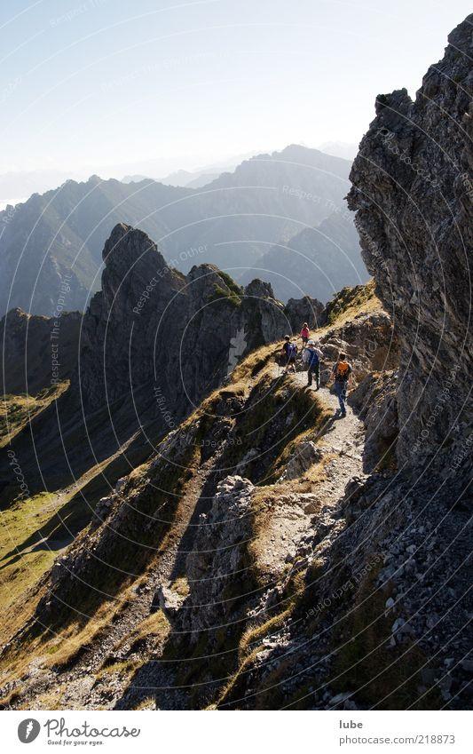 Im Gebirge Mensch Natur Ferien & Urlaub & Reisen Sommer Ferne Umwelt Landschaft Berge u. Gebirge Freiheit Stein Freizeit & Hobby Felsen wandern Ausflug Klima Tourismus