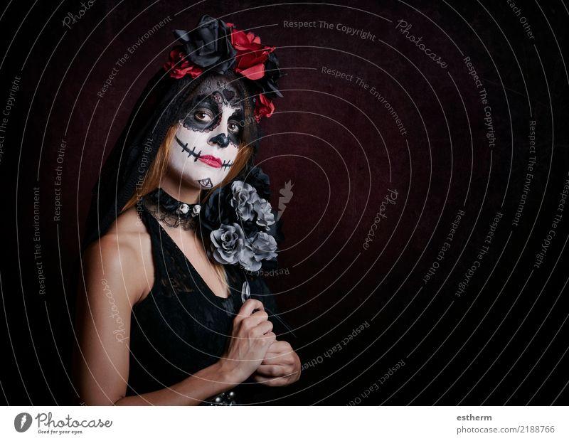 junge Frau im Halloween-Kostüm Mensch Ferien & Urlaub & Reisen Jugendliche Junge Frau schön Einsamkeit Erwachsene Religion & Glaube Lifestyle feminin Bewegung