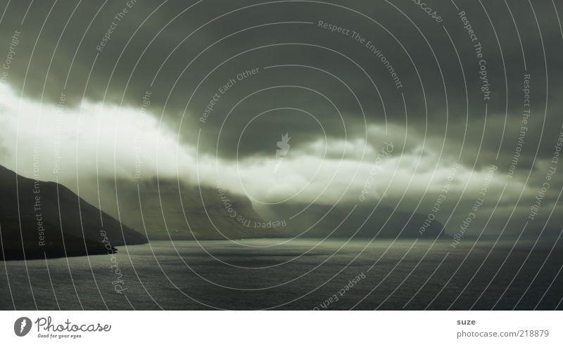 Stimmungstief Natur Wasser Meer Wolken dunkel Berge u. Gebirge Landschaft Luft Küste Nebel Wetter Umwelt Insel bedrohlich Klima Sturm