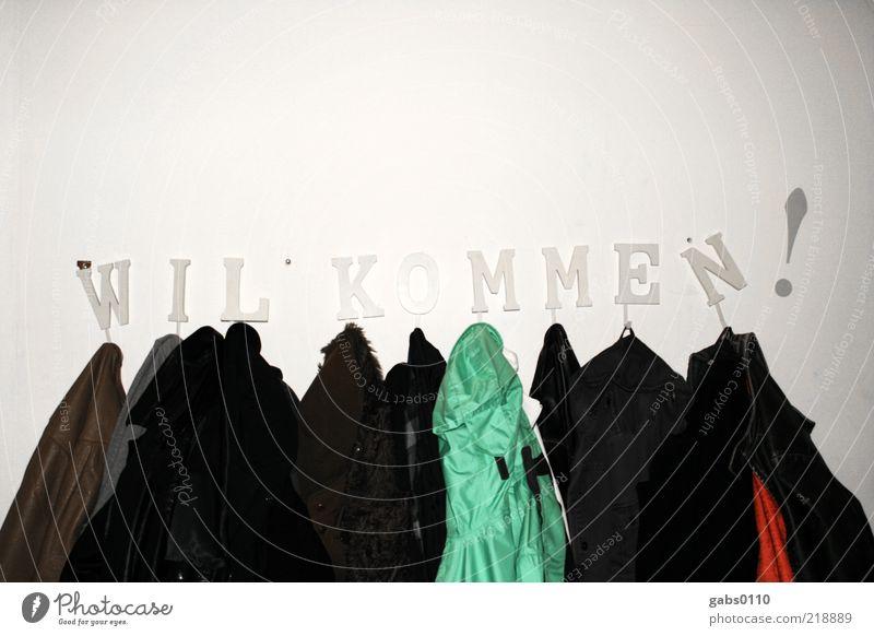 WIL*KOMMEN ! Bekleidung Jacke Schriftzeichen Gesellschaft (Soziologie) Willkommen Wand Winter anziehen entkleiden Versammlung Kleiderständer Kleiderhaken