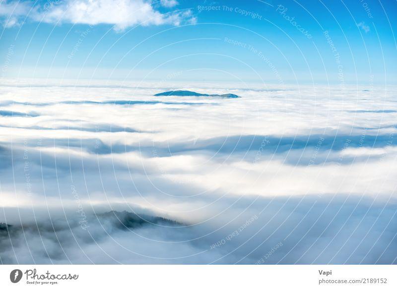 Grüne Bergspitze in den Wolken Ferien & Urlaub & Reisen Freiheit Sommer Meer Insel Berge u. Gebirge Natur Landschaft Luft Himmel Horizont Nebel Hügel Felsen