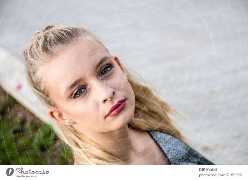 Lea10 Mensch feminin Junge Frau Jugendliche Körper 18-30 Jahre Erwachsene Jugendkultur blond langhaarig Zopf außergewöhnlich Coolness trendy schön modern Erotik