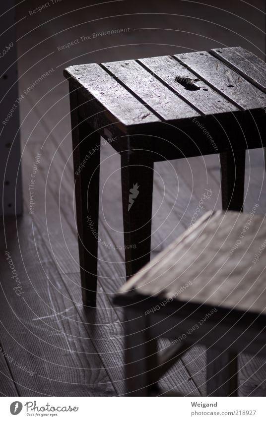 Offenes Atelier in Trossingen (1) alt ruhig Arbeit & Erwerbstätigkeit Holz braun leer paarweise Stuhl einfach wenige Holzfußboden klassisch Atelier karg Feierabend Hocker