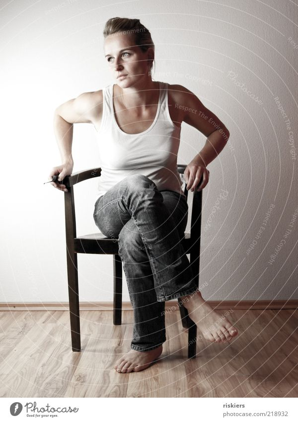 n`selbstporträt... Frau Mensch Jugendliche schön Erotik feminin Gefühle träumen Traurigkeit Denken Stimmung Kraft warten blond Erwachsene sitzen
