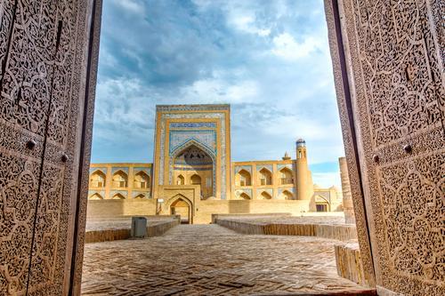 Alte Madrasa durch die Tür, Chiwa alt blau Stadt Haus Architektur Religion & Glaube Stil Gebäude Kunst Design Dekoration & Verzierung Asien Tradition