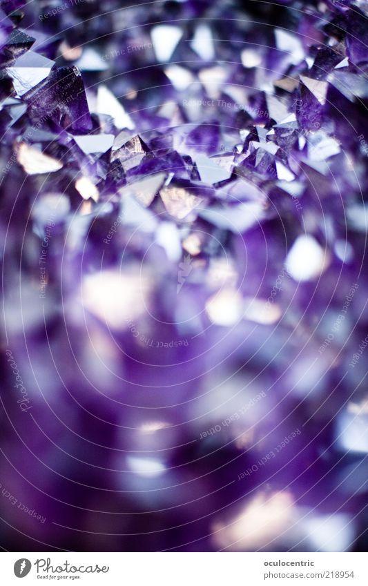 fantastisch... ja! ja! Natur schön Stein glänzend Zeit violett rein Spitze geheimnisvoll leuchten eckig Präzision Mineralien Pyramide Reflexion & Spiegelung