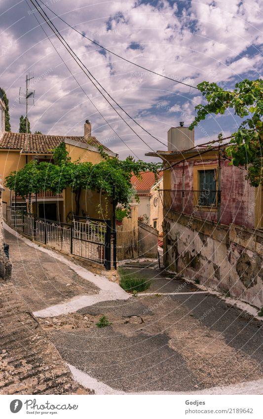 Entdeckerentscheidungen Pelekas Korfu Dorf Menschenleer Haus Gebäude Straße Straßenkreuzung alt Neugier schön blau braun gelb grau grün rosa weiß authentisch