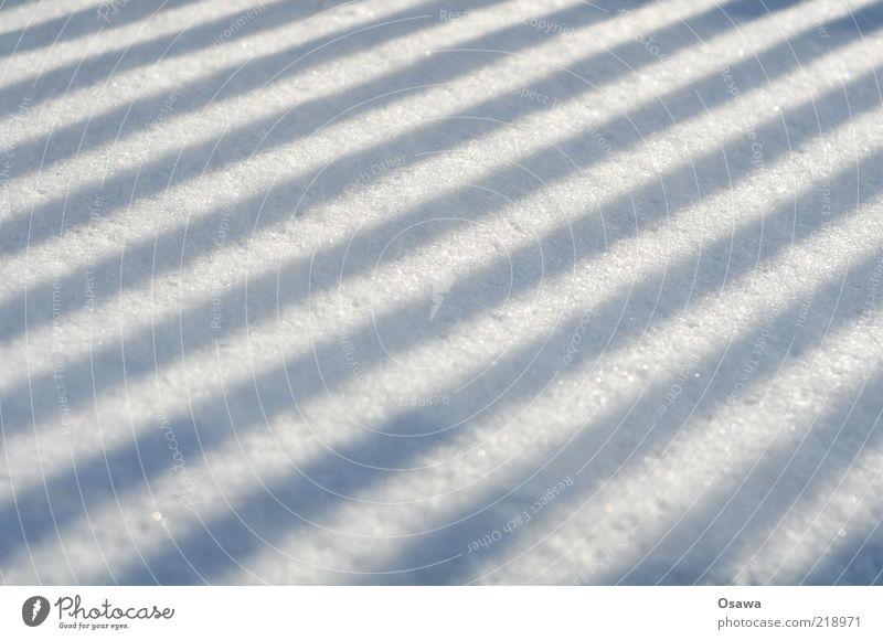 ///// weiß Winter Schnee grau Linie Hintergrundbild Perspektive Streifen Zaun diagonal unberührt Querformat Schlagschatten