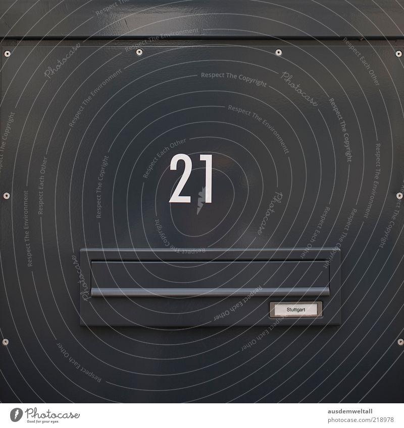 Stuttgart 21 Post Haus Einfamilienhaus Briefkasten eckig grau silber geheimnisvoll Farbfoto Gedeckte Farben Außenaufnahme Menschenleer Tag Nahaufnahme Totale
