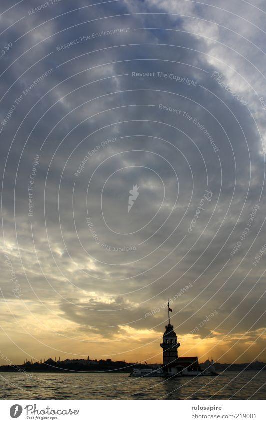 Bosporus #2 Wasser Himmel Stadt blau Ferien & Urlaub & Reisen Wolken Ferne gelb grau gold frei Insel Tourismus Aussicht Turm Skyline