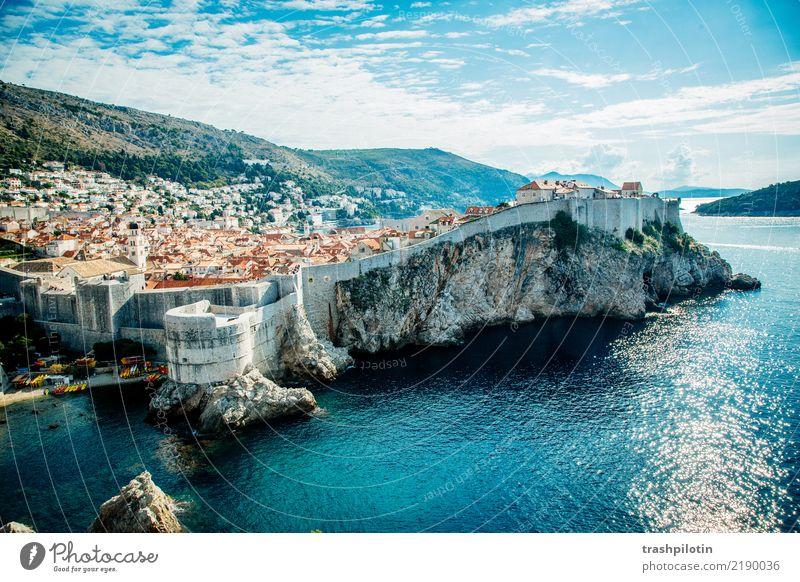 Dubrovnik Ferien & Urlaub & Reisen Kroatien Europa Stadt Hafenstadt Altstadt Haus Burg oder Schloss Architektur Stadtmauer Mauer Wand Sehenswürdigkeit