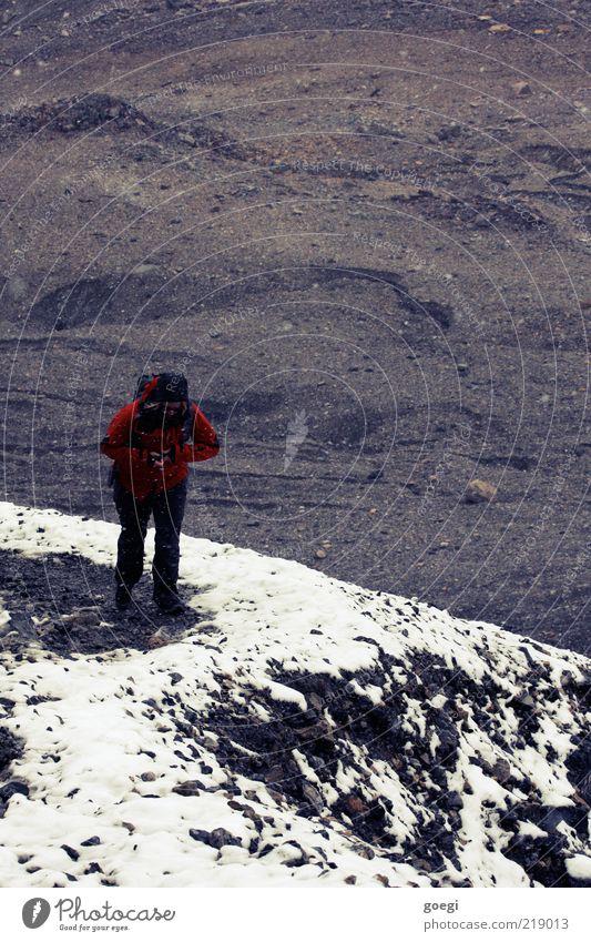 ascent Mensch Ferien & Urlaub & Reisen rot Winter Einsamkeit Erwachsene Schnee Herbst Berge u. Gebirge Sand Stein Erde gehen laufen wandern Abenteuer