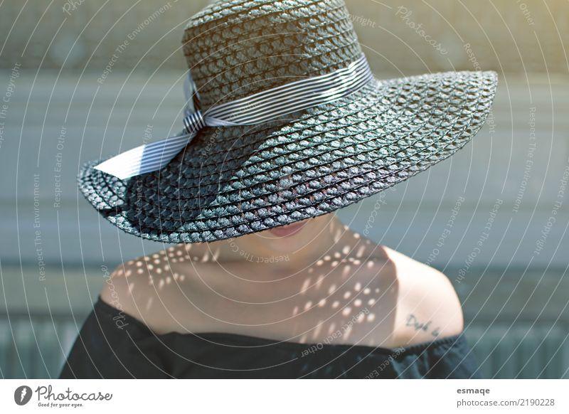 Mode-Porträt-Hut Jugendliche Junge Frau schön Sonne Leben Lifestyle feminin Stil Gesundheitswesen Design modern elegant frisch authentisch Lebensfreude