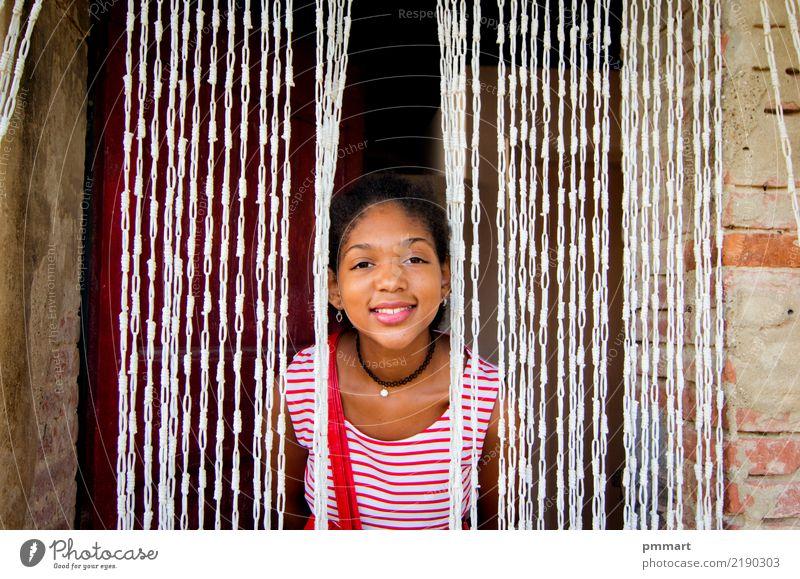 junger Tourist mit köstlichen weißen und roten Kleid in der Toskana Lifestyle elegant Freude Glück schön Ferien & Urlaub & Reisen Freiheit Sommer Sonne Kind