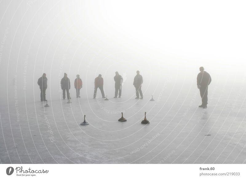 Eis Stock Mensch Leben Menschengruppe Natur Wasser Winter Nebel Frost Seeufer Chiemsee frieren Spielen Sport stehen Zusammensein kalt grau weiß Freude