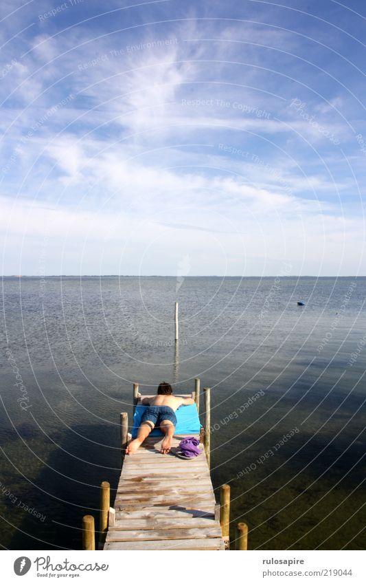 Danische Sommerruhe Mensch Himmel Mann blau Wasser Sonne Ferien & Urlaub & Reisen Meer Wolken Einsamkeit ruhig Erwachsene Ferne Erholung Landschaft