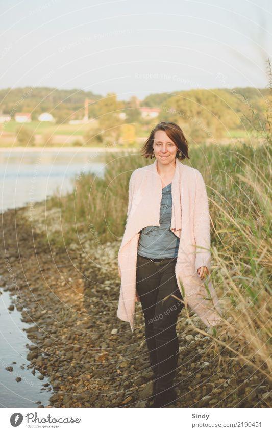 Naturmädchen Mensch feminin Junge Frau Jugendliche Erwachsene Körper 1 30-45 Jahre Kunst Pflanze Tier Wasser Schönes Wetter Gras Sträucher Blatt Wiese Flussufer
