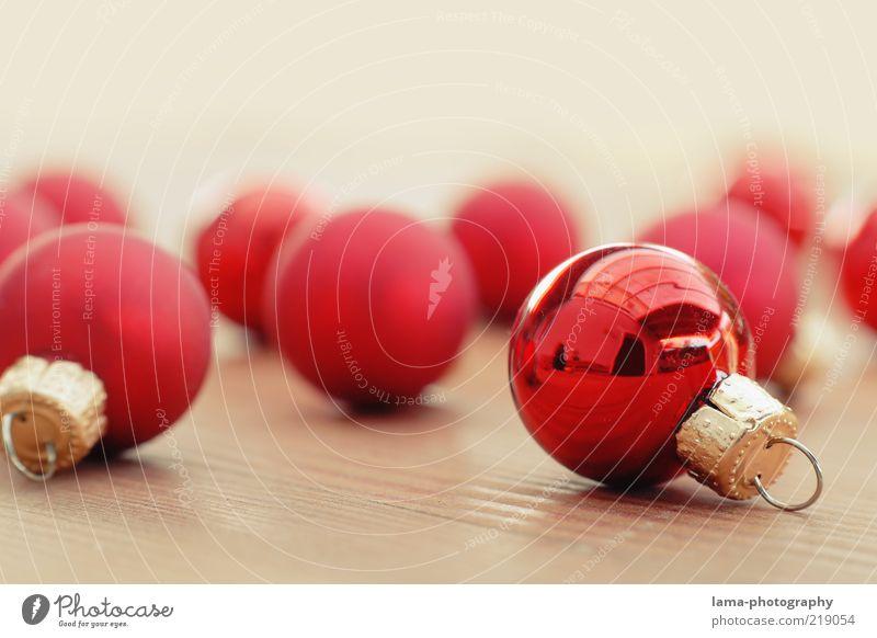 Bitte aufhängen! Weihnachten & Advent rot glänzend gold ästhetisch rund Dekoration & Verzierung Kugel Christbaumkugel Dezember Weihnachtsdekoration Feste & Feiern Veranstaltung