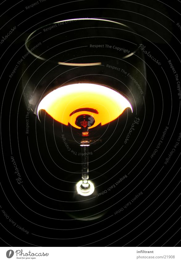 Glas Wein dunkel Beleuchtung Getränk trinken Gastronomie obskur Alkohol durchsichtig Weinglas Kelch