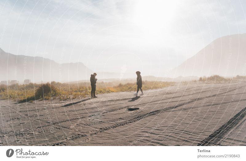 Bromo Wüste Mensch Natur Ferien & Urlaub & Reisen Landschaft Einsamkeit Ferne Tourismus Denken Sand Ausflug gehen Zufriedenheit Horizont wandern träumen Beginn