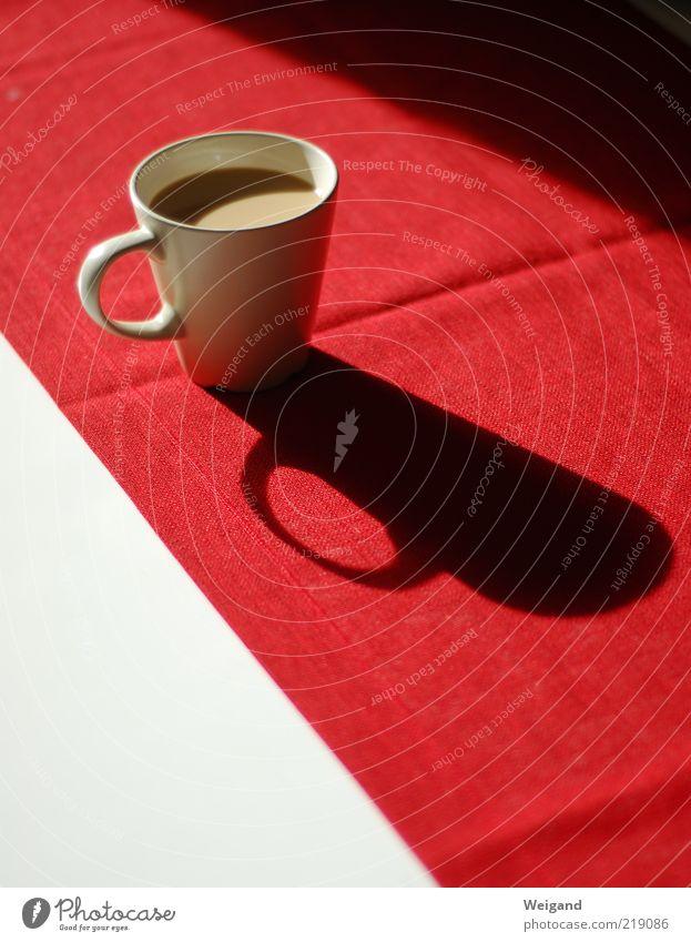 Auf dem roten Teppich bleiben weiß rot Lebensmittel Tisch Kaffee Pause lecker Tasse Getränk Schatten Kaffeetasse Kakao Milchkaffee Kaffeetrinken