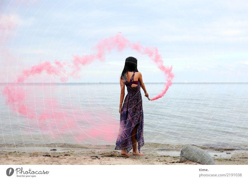 pink steam (II) feminin Frau Erwachsene 1 Mensch Himmel Küste Strand Ostsee Kleid schwarzhaarig langhaarig farbfackel Stein Bewegung festhalten stehen schön