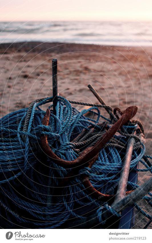 Netzwerkverknüpfung Meer Strand ruhig Küste Seil Ende liegen Verbindung Nordsee fertig Fischereiwirtschaft Haufen Arbeitslosigkeit Anker Feierabend Fischerboot