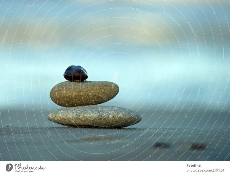 gesammelte Werke blau Strand natürlich grau Stein Sand hell nass Urelemente Gleichgewicht Stapel beruhigend aufeinander