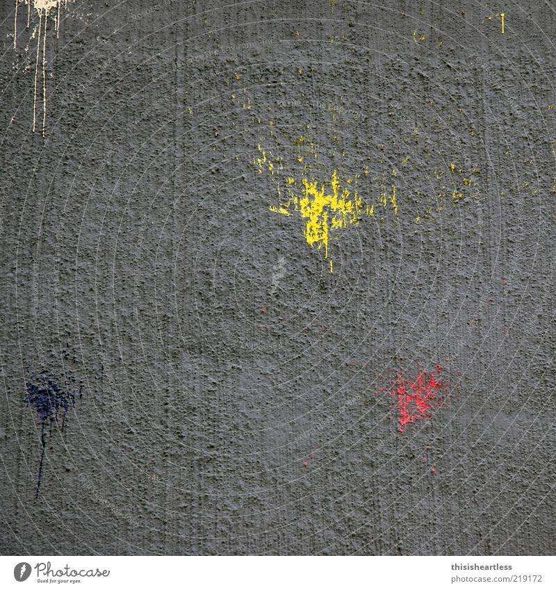 Integration oder Segration! Kunst Subkultur Bauwerk Gebäude Mauer Wand Stein Beton Zeichen Graffiti Streifen Tropfen gelb gold grau rot schwarz Feindseligkeit