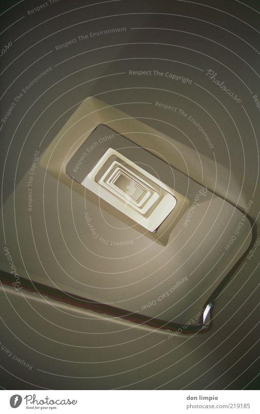 up Innenarchitektur Treppenhaus Treppengeländer Gebäude Architektur Beton Häusliches Leben alt oben braun Perspektive Ferne Surrealismus analog Gedeckte Farben