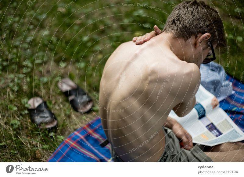 Ein schöner Rücken kann auch entzücken Mensch Natur Jugendliche Sommer ruhig Erwachsene Erholung Umwelt Leben Wiese Gras Zeit Zufriedenheit Rücken Freizeit & Hobby sitzen