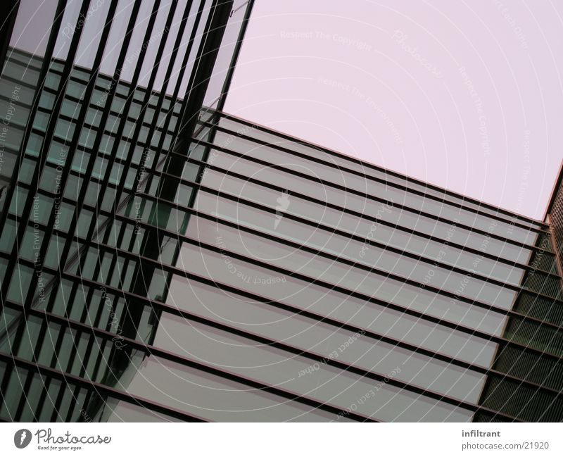 Glasfassade Haus Fassade Gebäude Fenster abstrakt Reflexion & Spiegelung Hochhaus modern Fensterscheibe Architektur