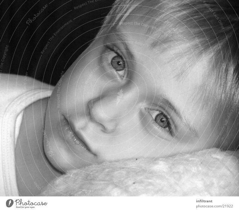 Mädchenportrait Porträt Kind Schwarzweißfoto Gesicht Auge Mund Nase Kopf