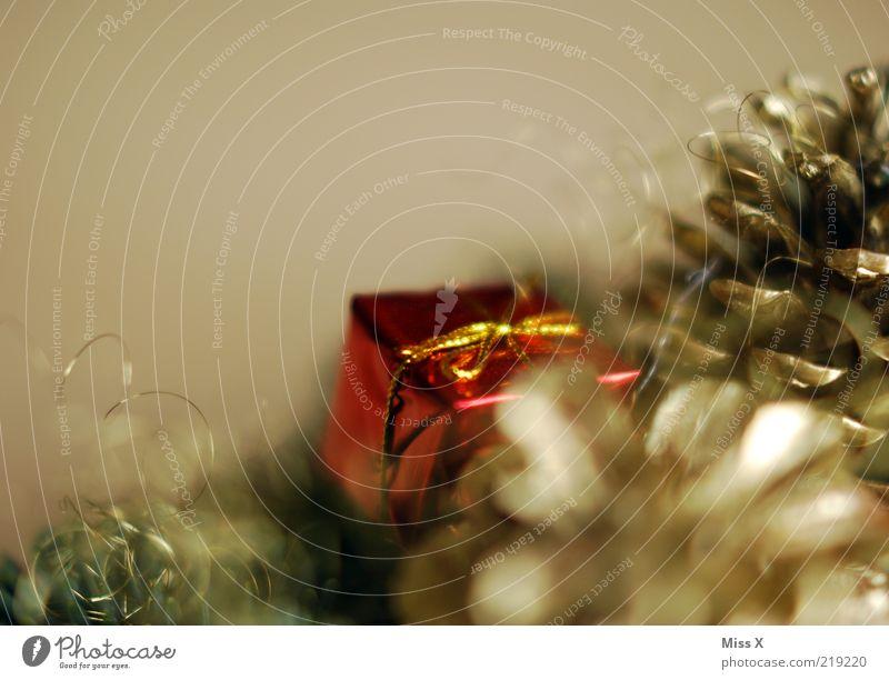 Weihnachtsgeschenk Weihnachten & Advent glänzend gold Geschenk Dekoration & Verzierung Weihnachtsdekoration verpackt Chrom filigran Reflexion & Spiegelung Tannenzapfen Baumschmuck Adventskranz Weihnachtsgeschenk
