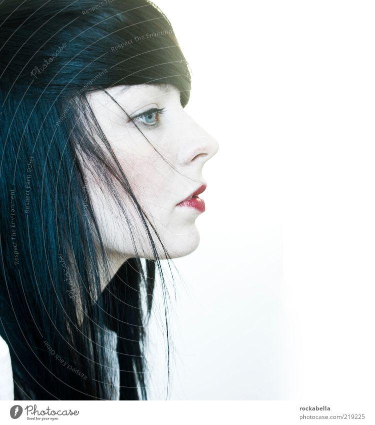 bid my blood to run. Lifestyle elegant Stil schön feminin Junge Frau Jugendliche 1 Mensch 18-30 Jahre Erwachsene Haare & Frisuren schwarzhaarig langhaarig